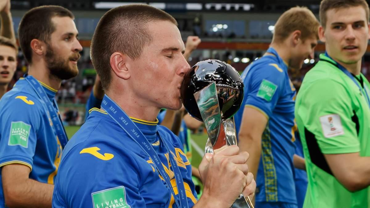 Віктор Корнієнко з трофеєм чемпіона світу
