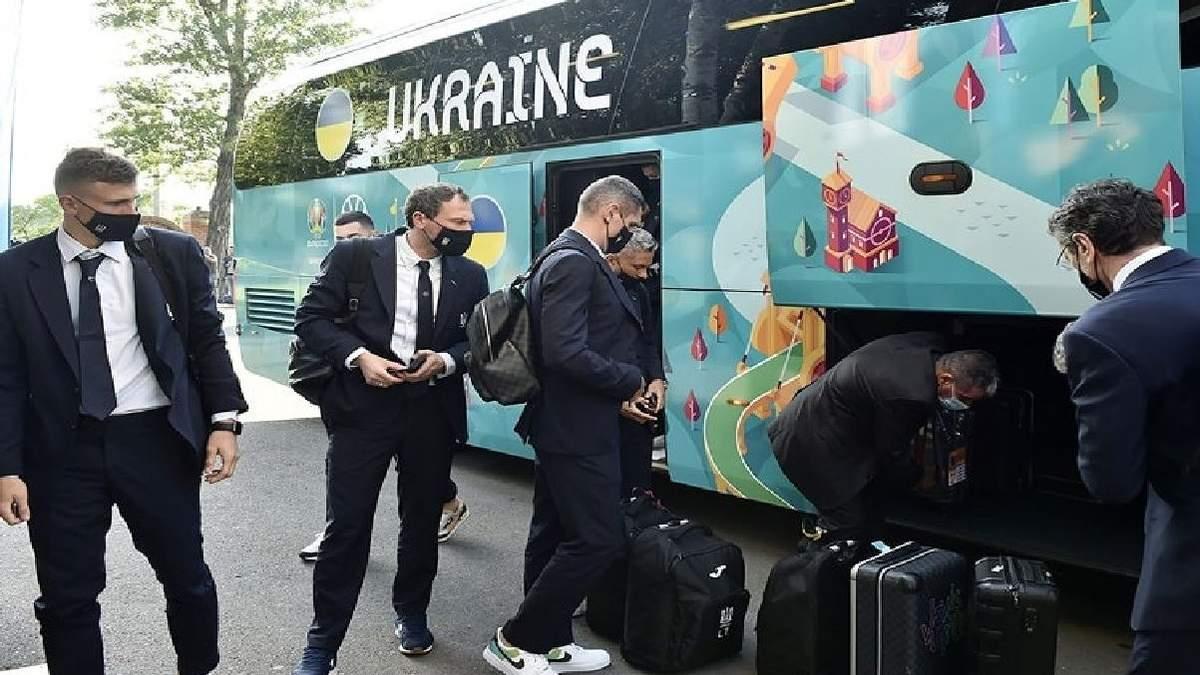 Наша збірна вже в Румунії: фото української делегації у Бухаресті