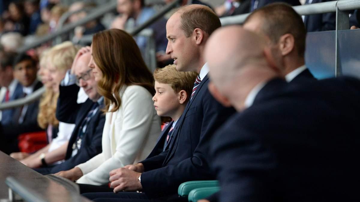 Он – это вся Англия: реакция маленького принца Джорджа на проигрыш сборной подорвала сеть