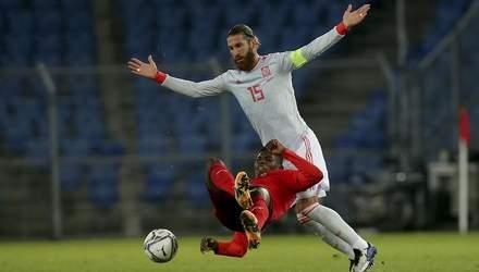 Испания в большинстве вырвала ничью у Швейцарии Рамос не забил 2 пенальти – видео